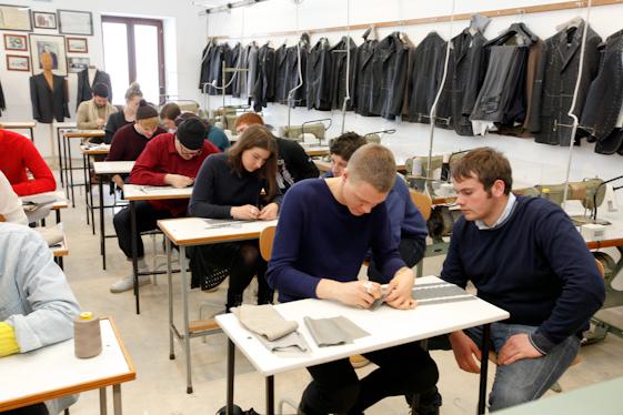 Attestati a studenti di abbigliamento for Scuola di moda pescara